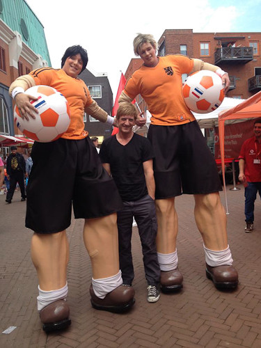 Oranje spelers op stelten met Wim Kieft